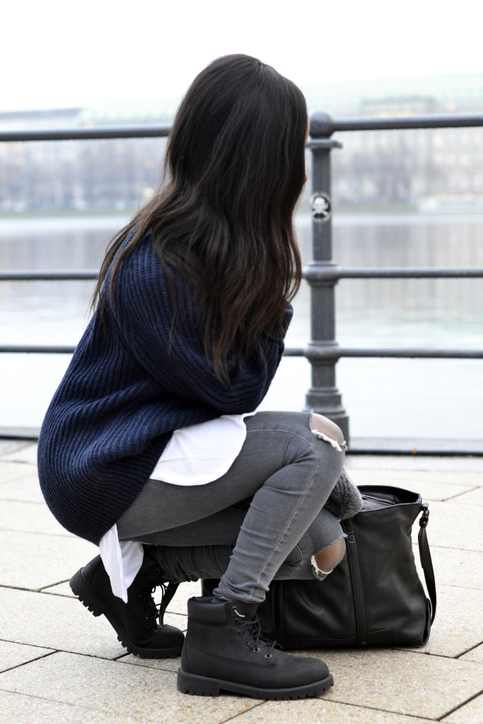 www.emmabrwn.com_oversize sweater and black timberlands05